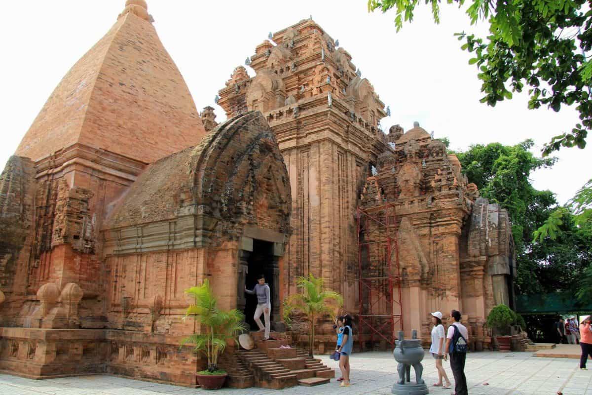 Буддийский храм По Нагар. Нячанг. Вьетнам.