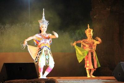 Паттайя представление в театре мадам Нонг Нуч